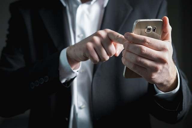 Mentalak Via SMS Atau Telepon, Berlakukah?