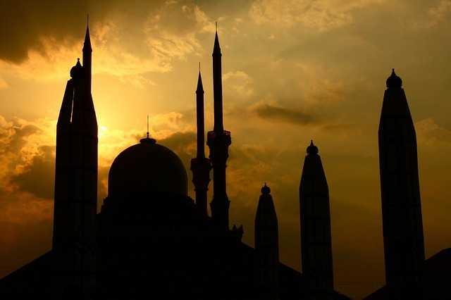 Tahajud & Berdoa Di Masjid Tertentu Agar Diijabah Doanya, Benarkah?
