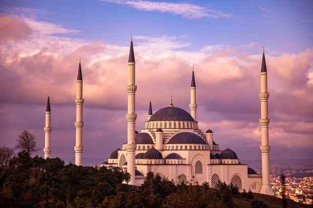 Bagaimana Hukum Berjualan Di Masjid?