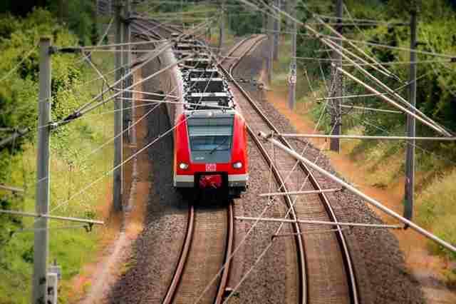 Bagaimana Hukum Shalat Di Kereta?
