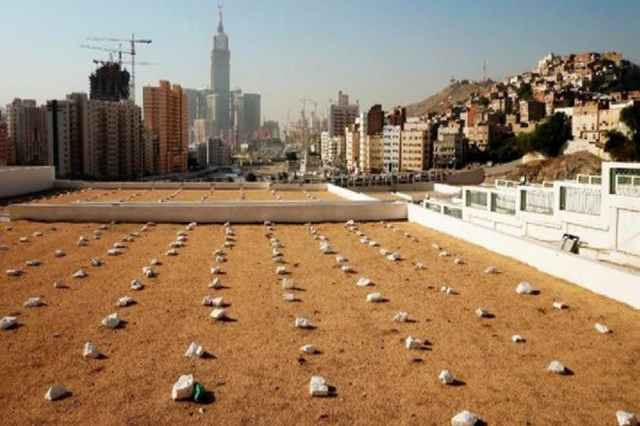 Lebih Berat Mana Dosanya Menzinahi Ibu Sendiri Dengan Berdoa Meminta-Minta Di Kuburan?