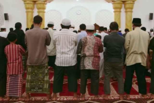 Kapankah Membaca Al Fatihah Ketika Shalat Berjamah?