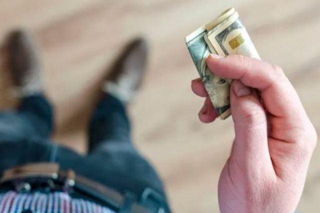 Hukum Membayar Hutang Dengan Mata Uang Yang Berubah Harganya