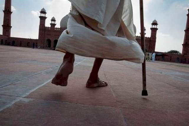 Riwayat Keutamaan Berjalan Ke Masjid
